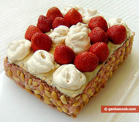 Meringue Cake with Strawberry