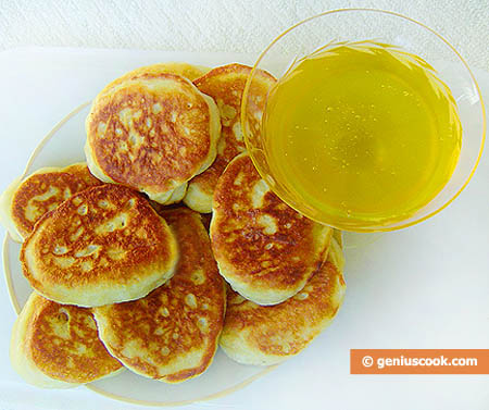 Fluffy Pancakes with Honey