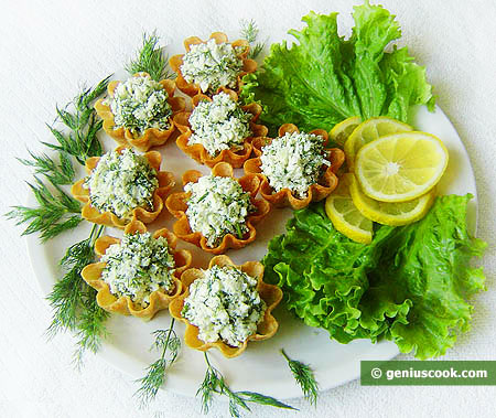 Tarts with Cottage Cheese and Garlic