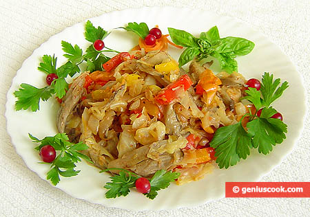 Simmered Oyster Mushrooms with Cabbage and Sweet Pepper