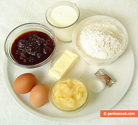 Ingredients for Strawberry Jam Filled Honey Gingerbreads