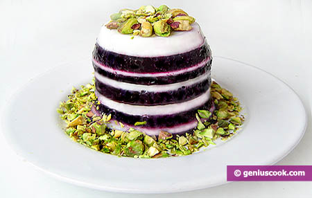 Milk and Blueberry Jelly with Pistachios