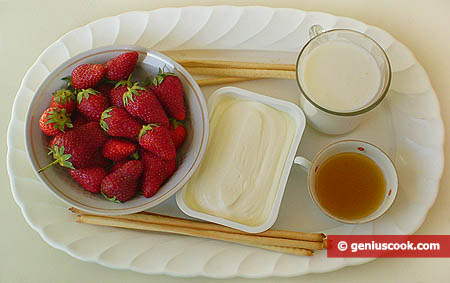 Ingredients for Cottage Cheese and Strawberry Cream