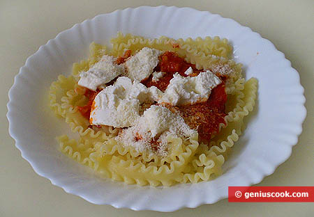 Italian Pasta Mafalde with Tomatoes and Ricotta
