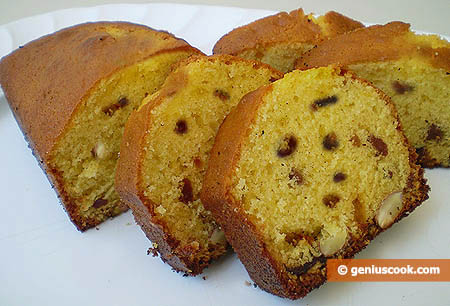 Fruitcakes with Prunes and Nuts
