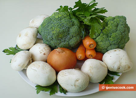 Ingredients for Broccoli Stewed with Champignons in White Wine