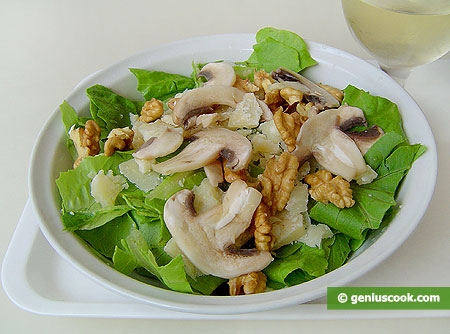 Salad with Raw Champignons, Nuts and Cheese