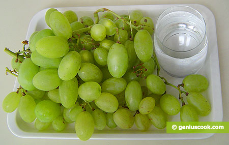 Ingredients for Grapes Preserved in Alcohol