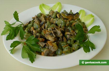 Spinach and Ricotta Gnoccetti in Creamy Mushroom Sauce