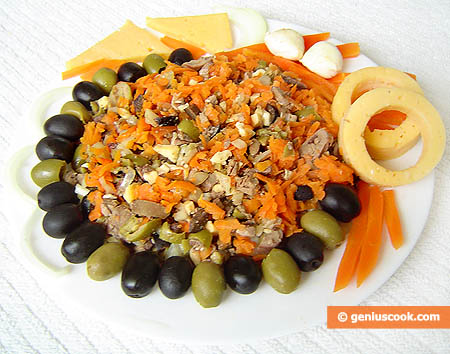 Salad with Chicken Liver, Cheese and Olives