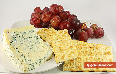Ingredients for Appetizer with Gorgonzola Cheese and Grapes