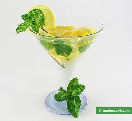 Martini with Mint and Lemon Cocktail