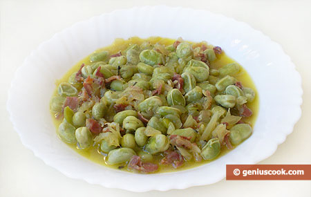 Simmered Beans with Onions and Ham