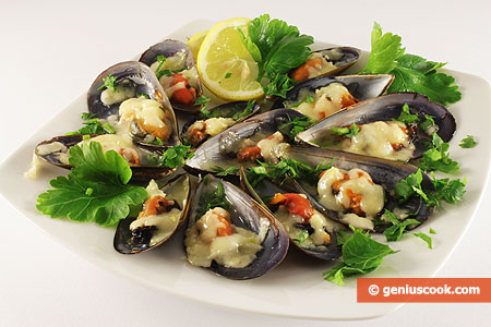 Mussels Baked in Their Shells with Cheese