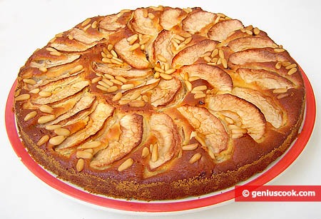 Apple Pie with Prunes and Raisins