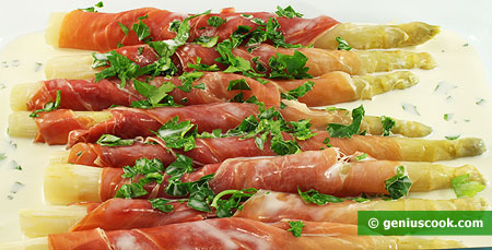 Asparagus with Ham in the Form
