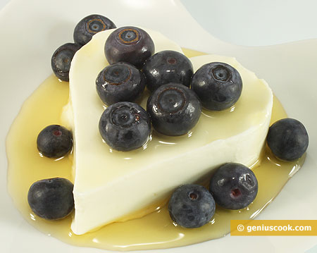 Dessert with Philadelphia Cheese and Bilberry