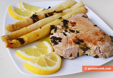 Tuna Steaks with White Asparagus
