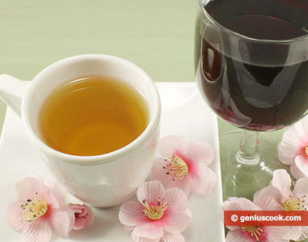 Red wino and green tea