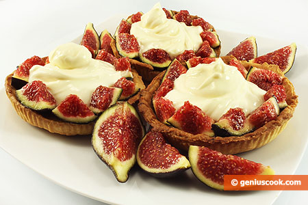 Baskets with Fig and Cheese