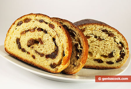 Sweet Roll with Raisins