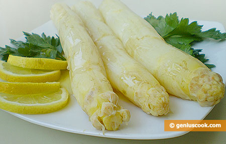 Asparagus with Olive Oil and lemon Juice