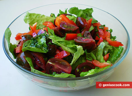 Salad with Black Tomatoes