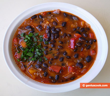 Mexican Pottage with Black Kidney Beans and Garlic