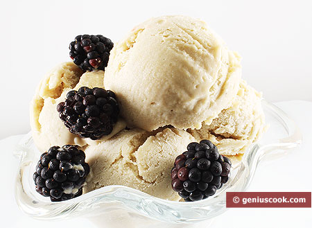 Banana Ice Cream with blackberry