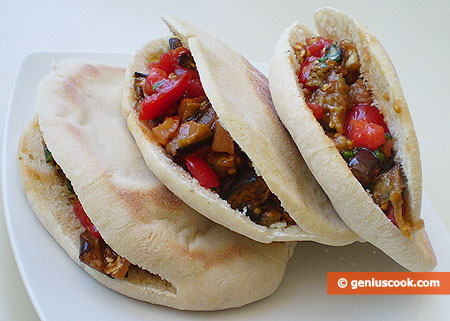 Pitta with Eggplants and Tomatoes