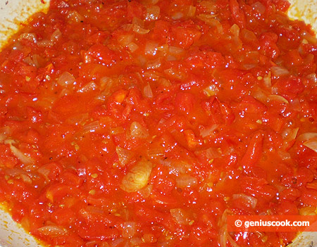 Tomato sauce with onions