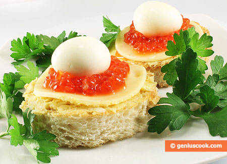 Canapés with Red Caviar and Guail Eggs