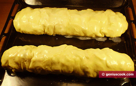 Place the strudels on a pre-oiled baking tray