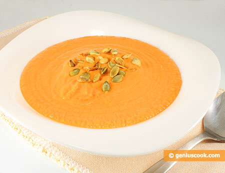 Cream Soup with Pumpkin, Nutmeg and Seeds