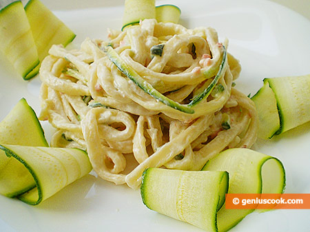 Pasta with Sauce from Zucchini, Salmon and Philadelphia