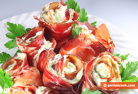 Rolls with Ham and Avocado Cream