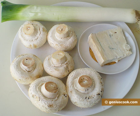 Ingredients for Mushrooms with Leek and Gorgonzola