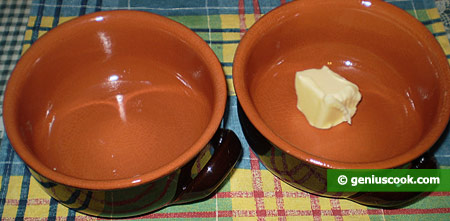 smear baking pots with butter