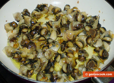 Snails in a roasting pan