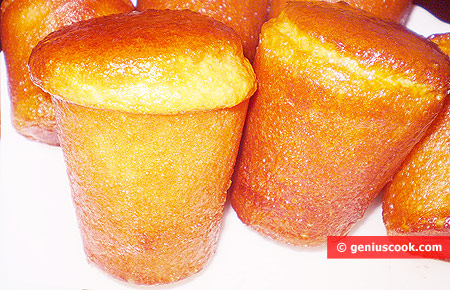 cakes with rum syrup