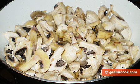 field mushrooms cut into four pieces into the roasting pan