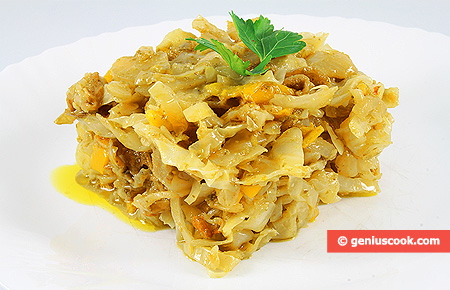 Stewed Cabbage with Onion, Pepper and Pesto Sauce