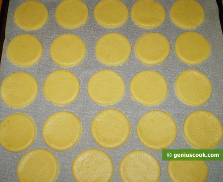 Cut out round cookies