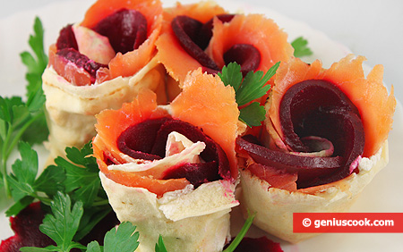 Rolls with Pita Bread, Salmon and Beetroot