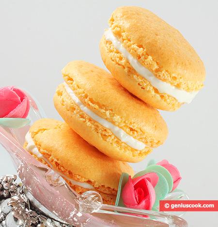 Saffron Macarons with Yoghurt