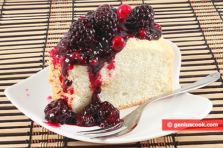 Angel Cake with berry sauce
