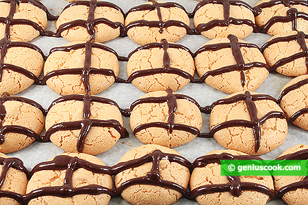 Decorate cookies with chocolate icing