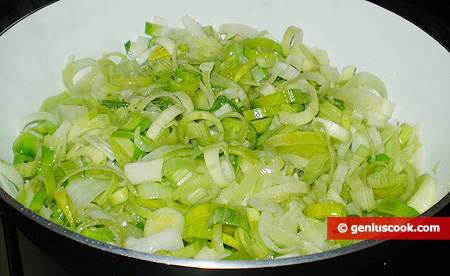 Cut leek into rings and fry