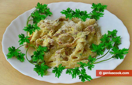 Penne with prosciutto and cream sauce