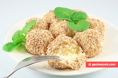 Cheese Balls in Toasted Sesame Seeds